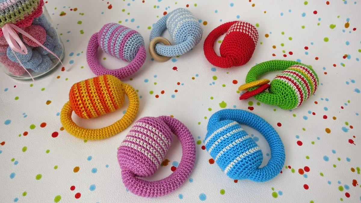 Вязание игрушек для новорожденных крючком 61