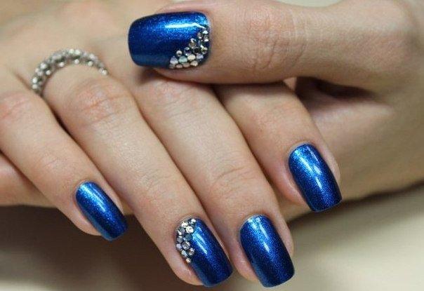 Гель лак дизайн в синем цвете
