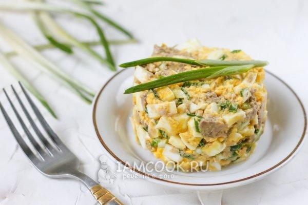 Салат из печени трески с яйцом и рисом с
