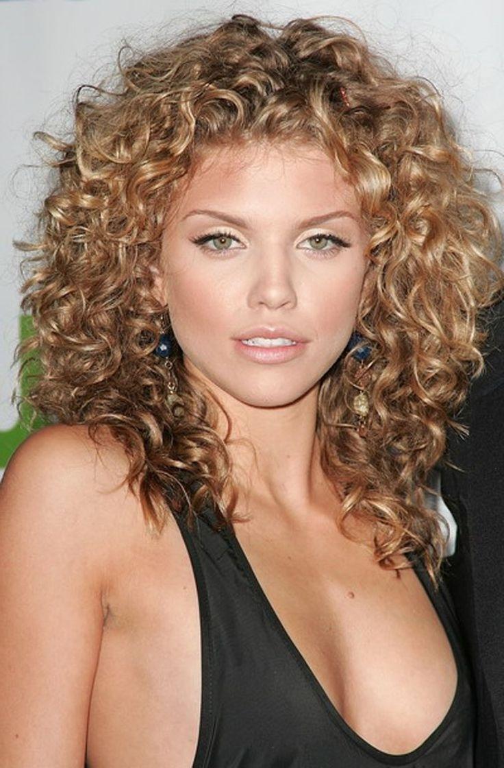 70 самых красивых стрижек для вьющихся волос 19