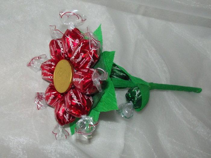 Как сделать маленький букет из конфет своими руками 69