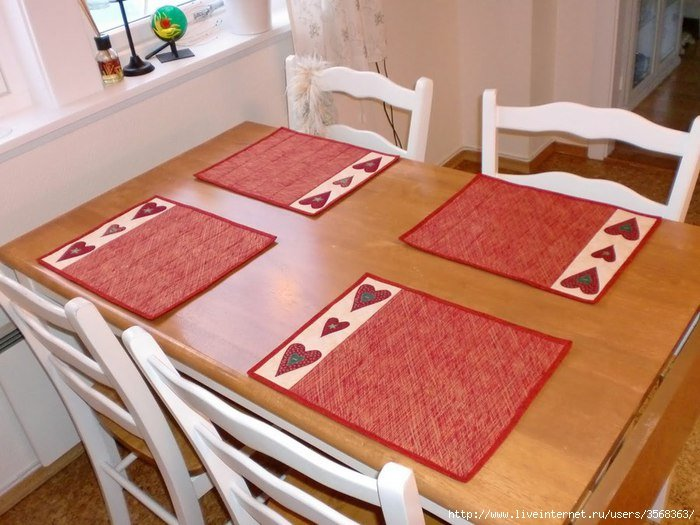 Как сшить салфетки на стол под тарелки своими руками
