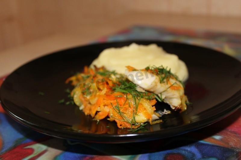 Как приготовить минтай вкусно с луком и морковью
