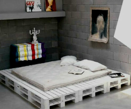 Кровать из деревянных поддонов своими руками