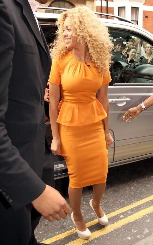 Фото звезд в платье футляре