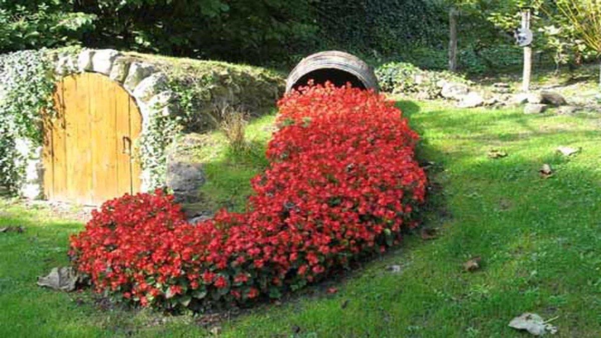 Красивая клумба в саду своими руками 310