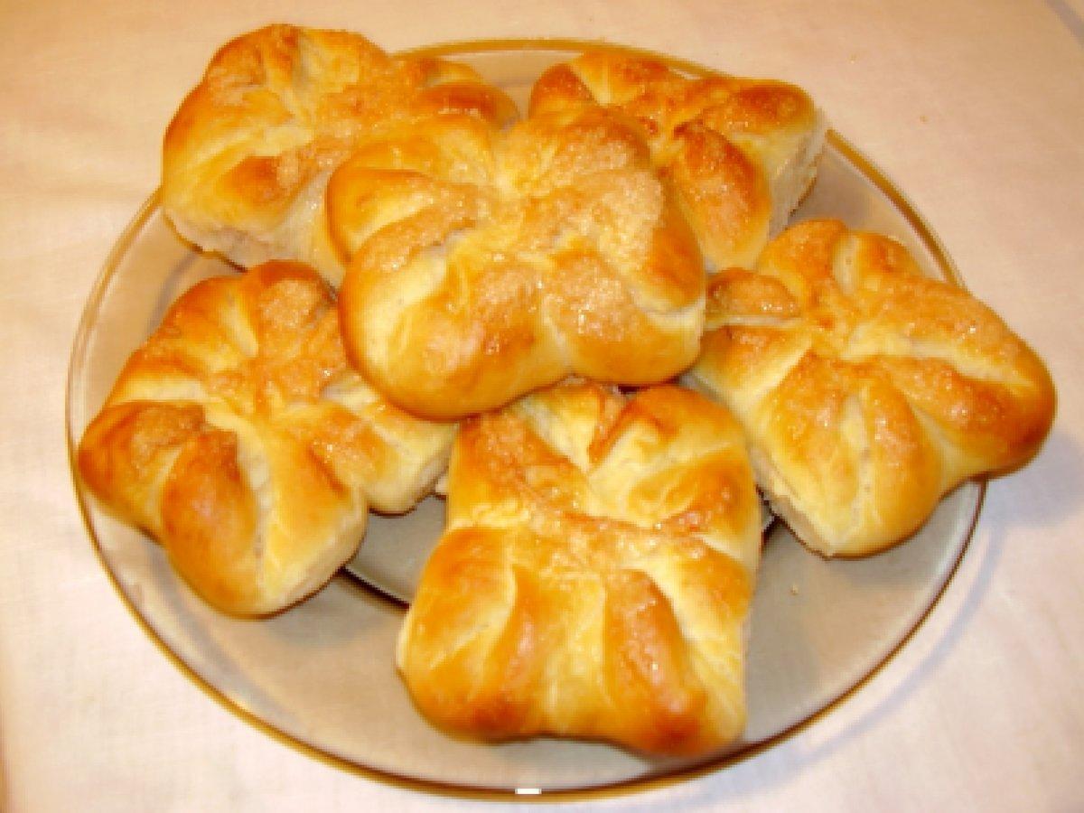 Как сделать из дрожжевого теста пирожки с сыром и