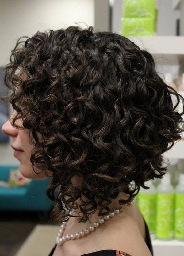 Прически для волнистых волос локон