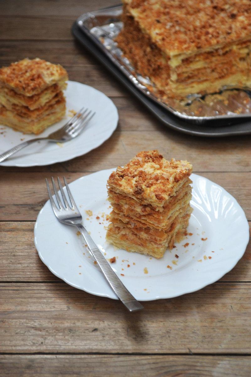 Слоеный торт с кремом из сгущенки и масла рецепт пошагово