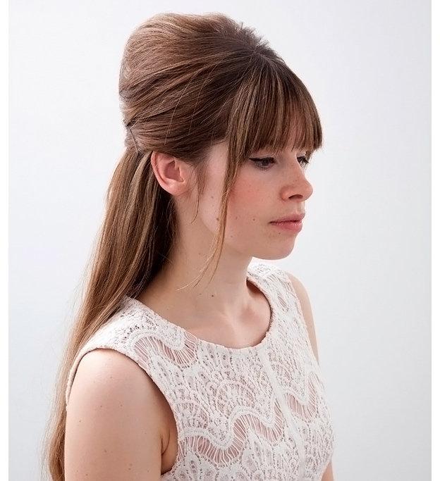 Прическа с начесом на длинные волосы с челкой