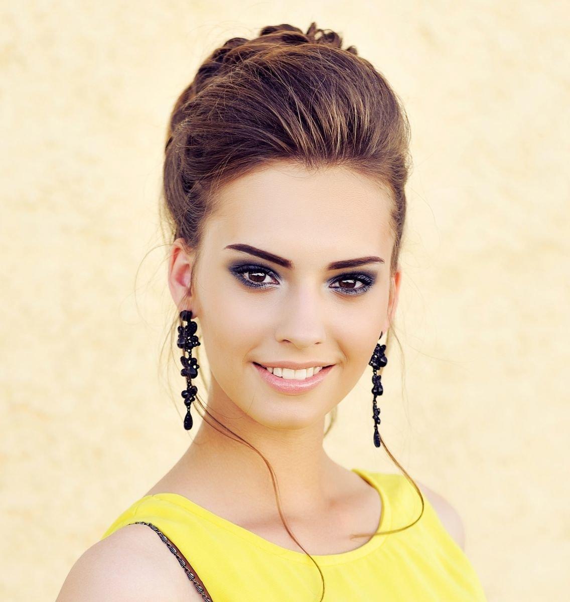 Макияж карие глаза желтое платье