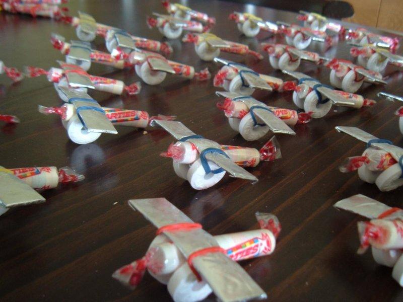 Поделка к 23 февраля своими руками из конфет