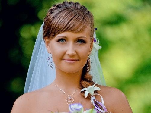 Свадебные причёски с косой чёлкой на средние волосы фото
