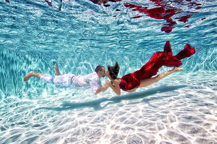 Беременные фото в воде 55