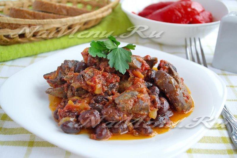 Блюдо из печеной фасоли в томатном соусе