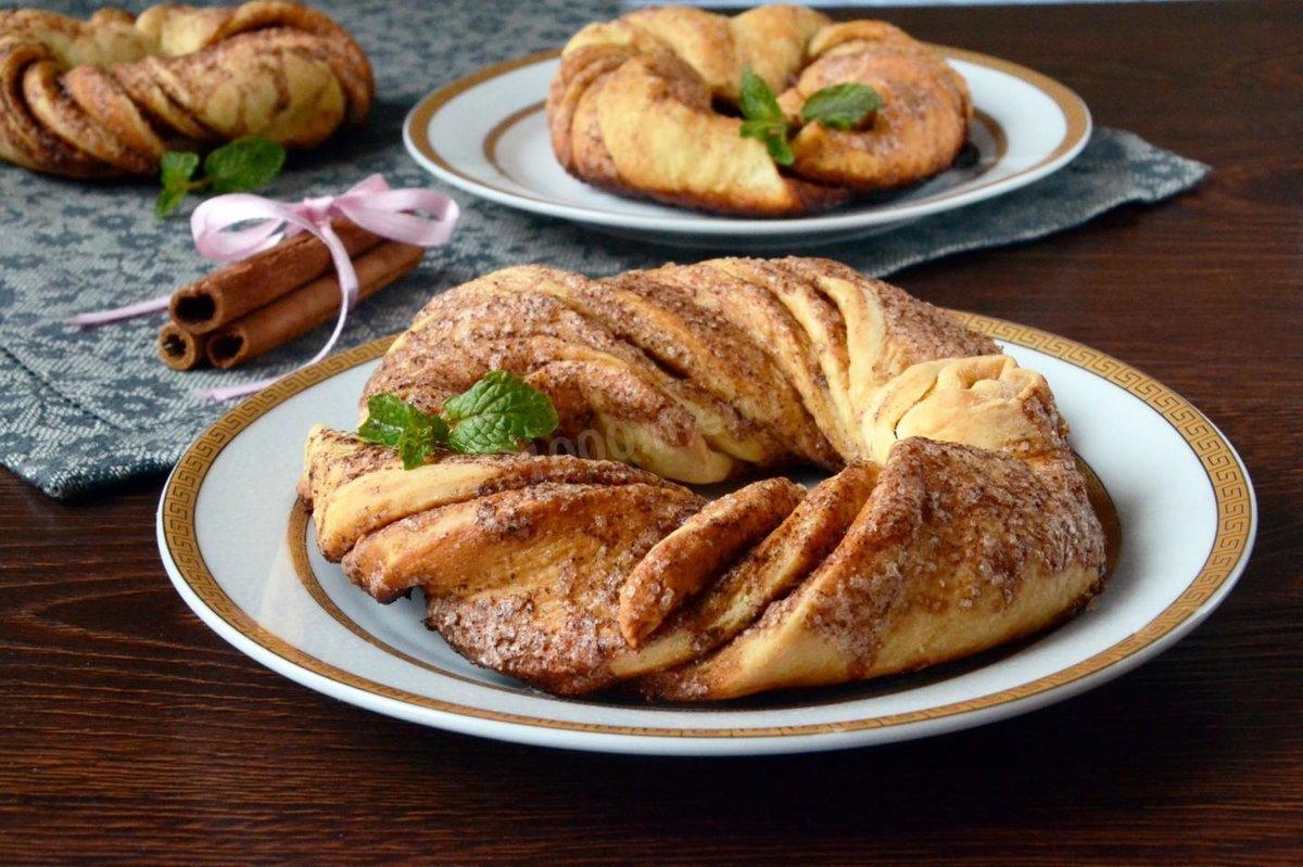 Как сделать красивые булочки с начинкой из слоеного теста