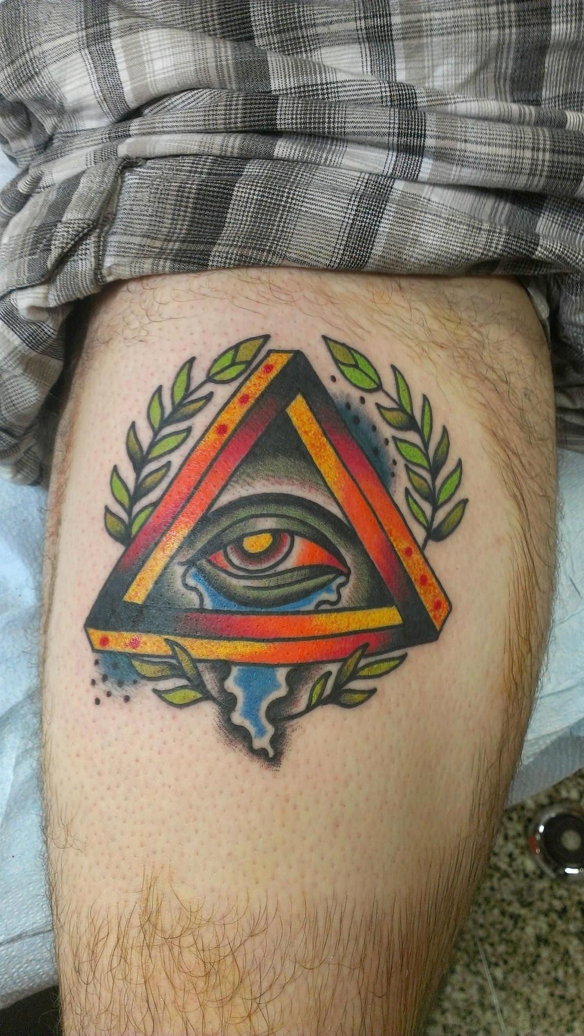 Треугольник с часами тату