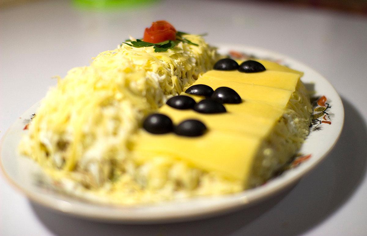 Салат Белый рояль копченая куриная грудка с ананасами