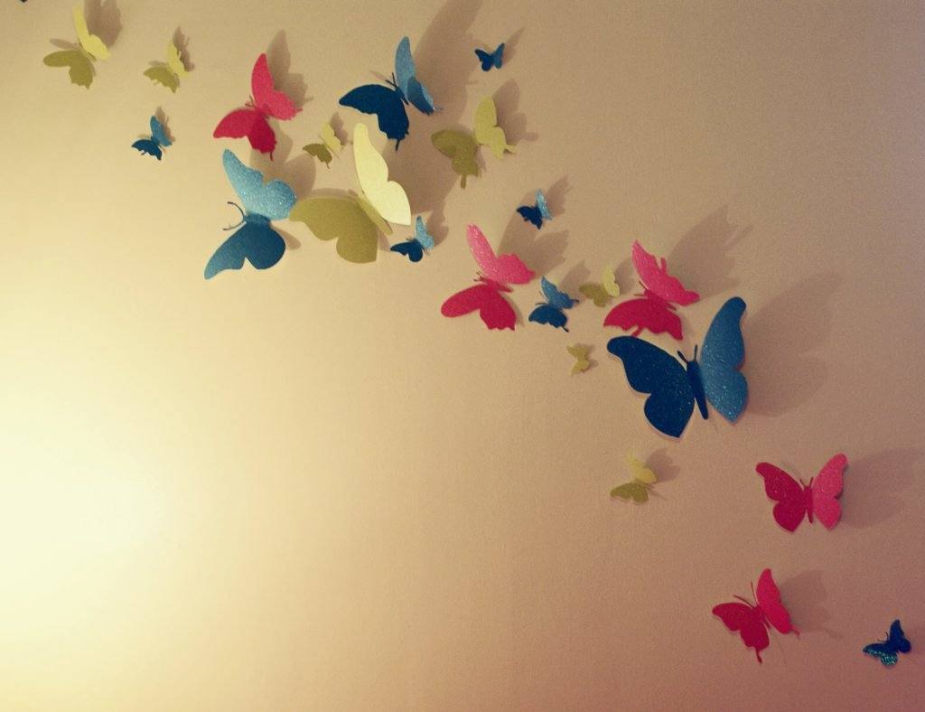 Декор стен бабочками своими руками: трафареты, материалы 95