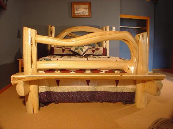 Кровать из бревен сделать своими руками 86