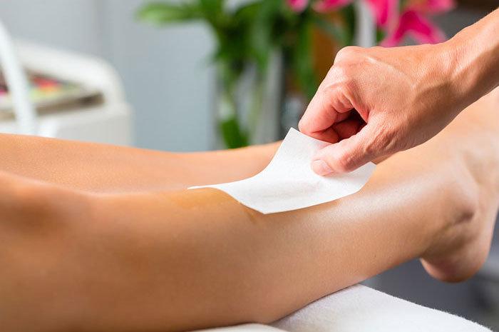 Что такое эпиляция ног воском