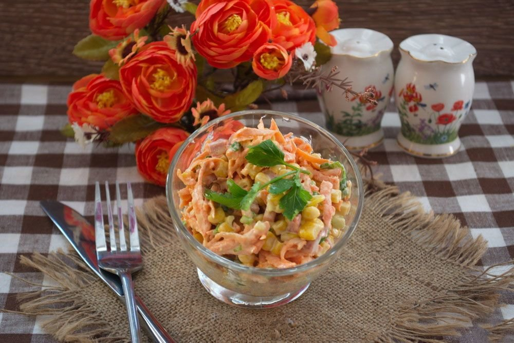 Рецепт салата с консервированной кукурузой с