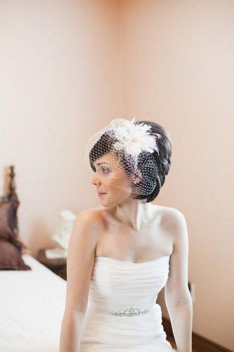 Прическа невесты на короткие волосы с фатой