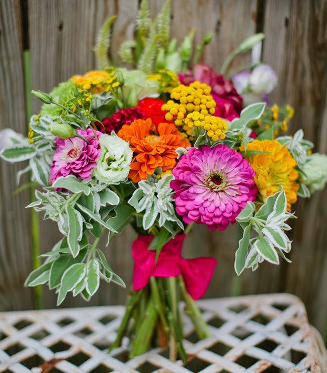 Фото букетов из садовых цветов своими руками