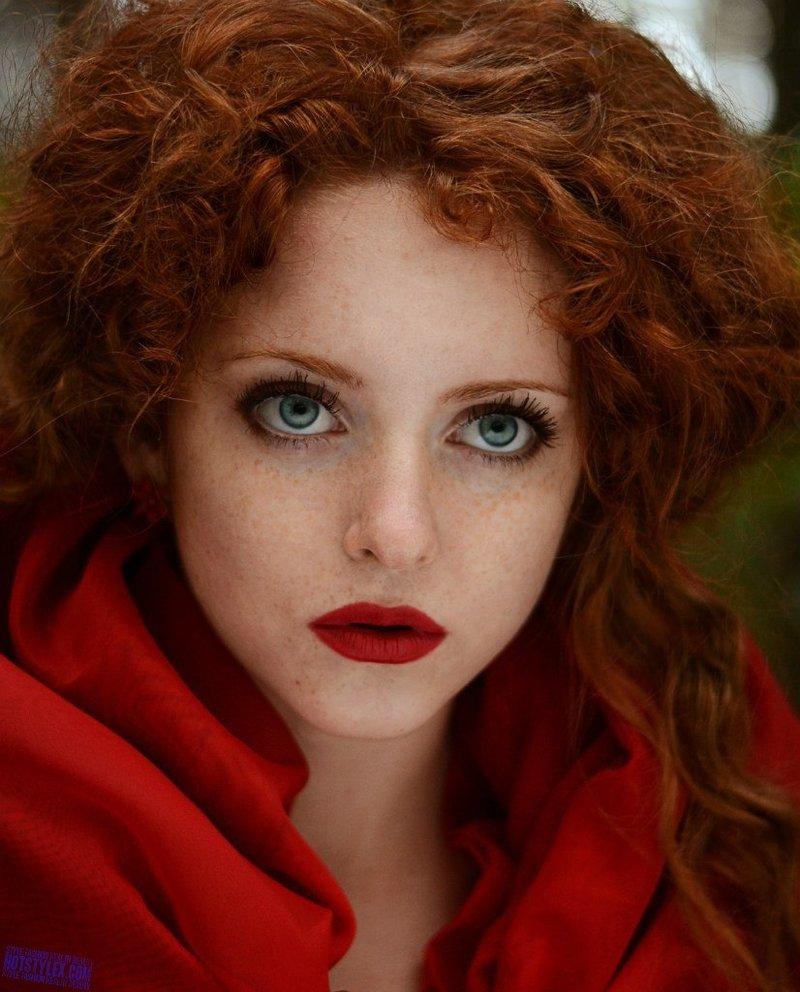 Макияж для рыжих с белым платьем