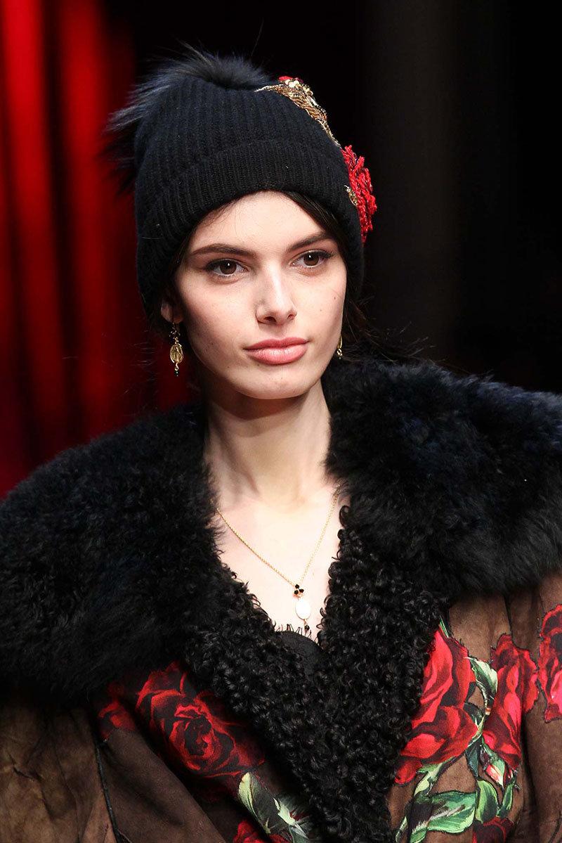 Модные вязаные шапки сезона осень-зима, фото фасонов для женщин 84