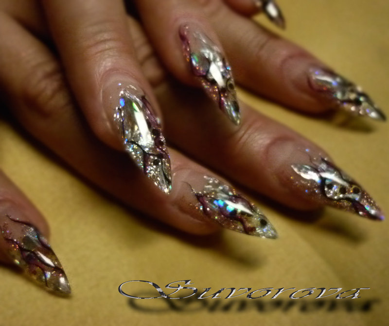 Дизайн ногтей со слюдой и блестками