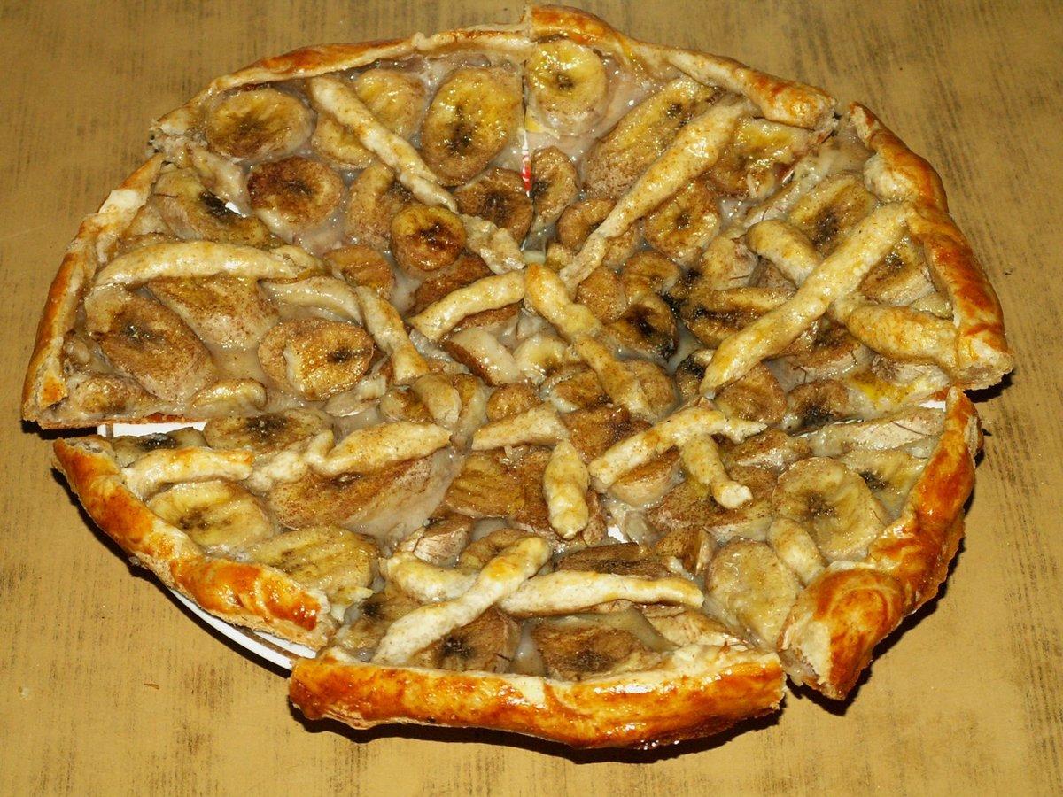 Пирожки из слоеного теста с бананами в духовке рецепт