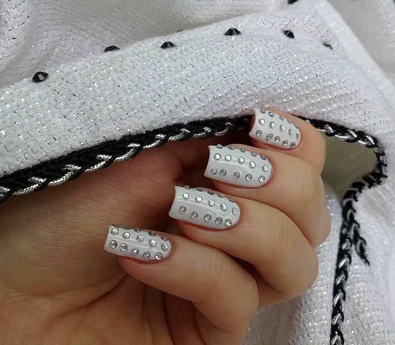Стразы на ногтях в домашних условиях