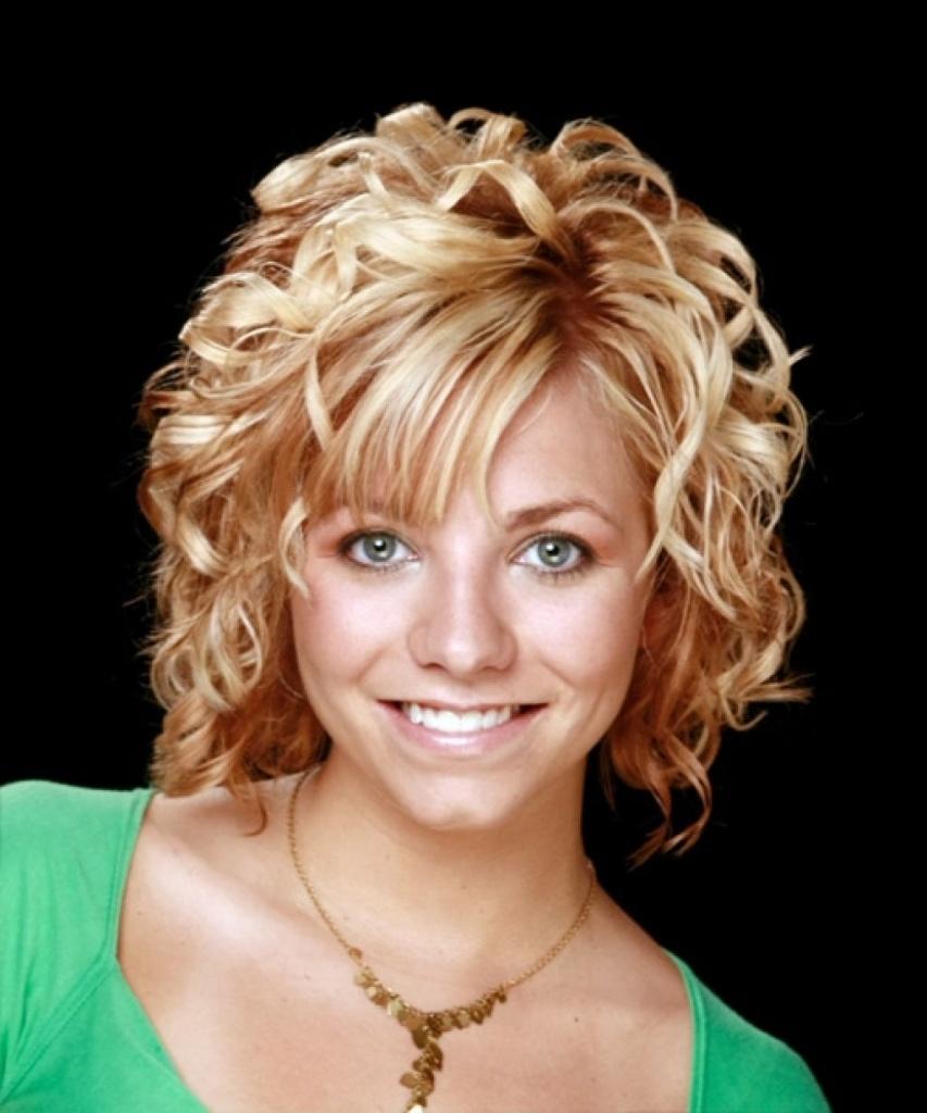 Как сделать волнистые волосы на короткие волосы