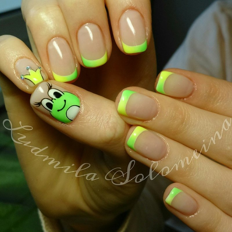 Дизайн ногтей лягушка