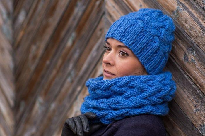 Вязание и шапка и снуд