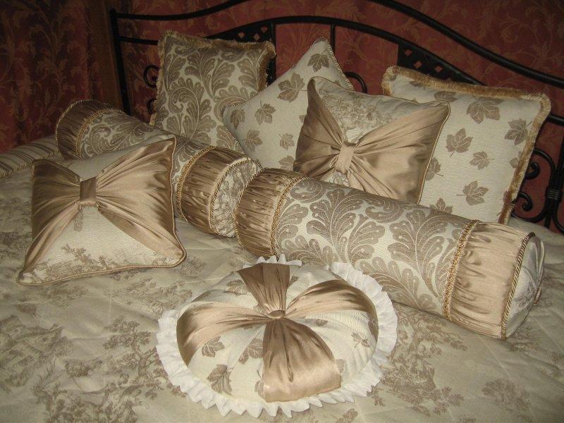 Подушка для спальни своими руками 13