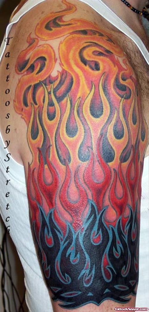 Тату пламени на плече