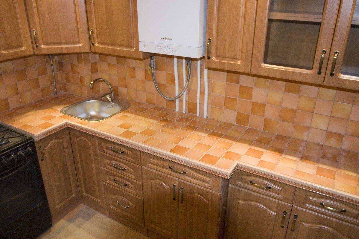 Как обновит столешницу на кухне своими руками