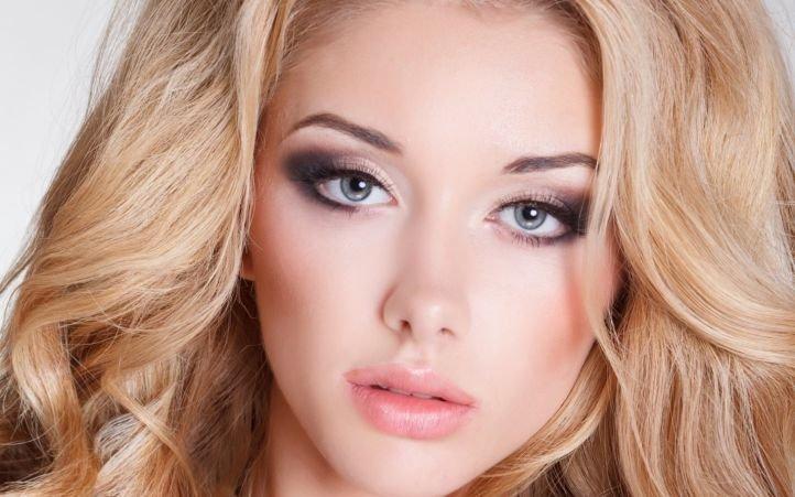 Макияж для платиновой блондинки с серыми глазами