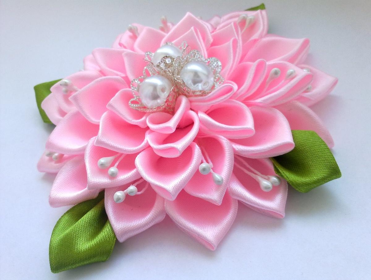Цветок на заколку из атласной ленты своими руками