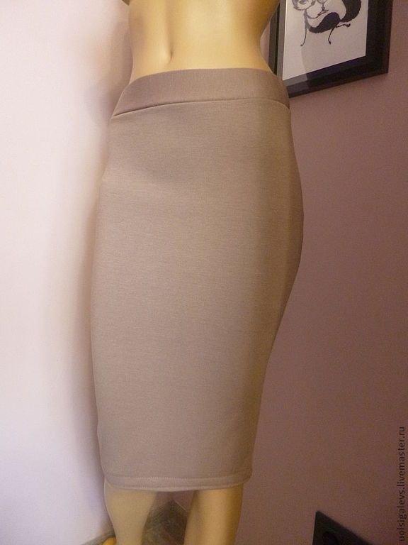 Прямая трикотажная юбка на резинке