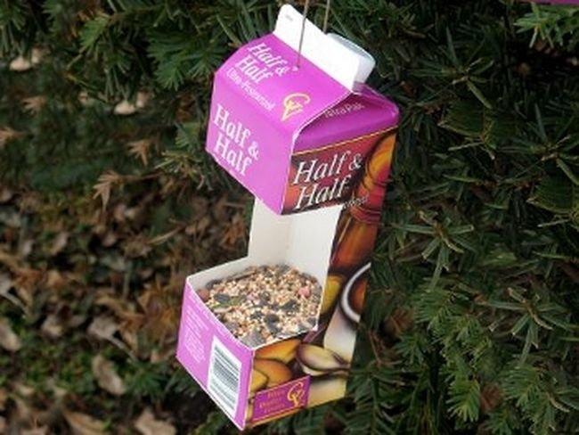 Кормушки для птиц из коробок от сока своими руками