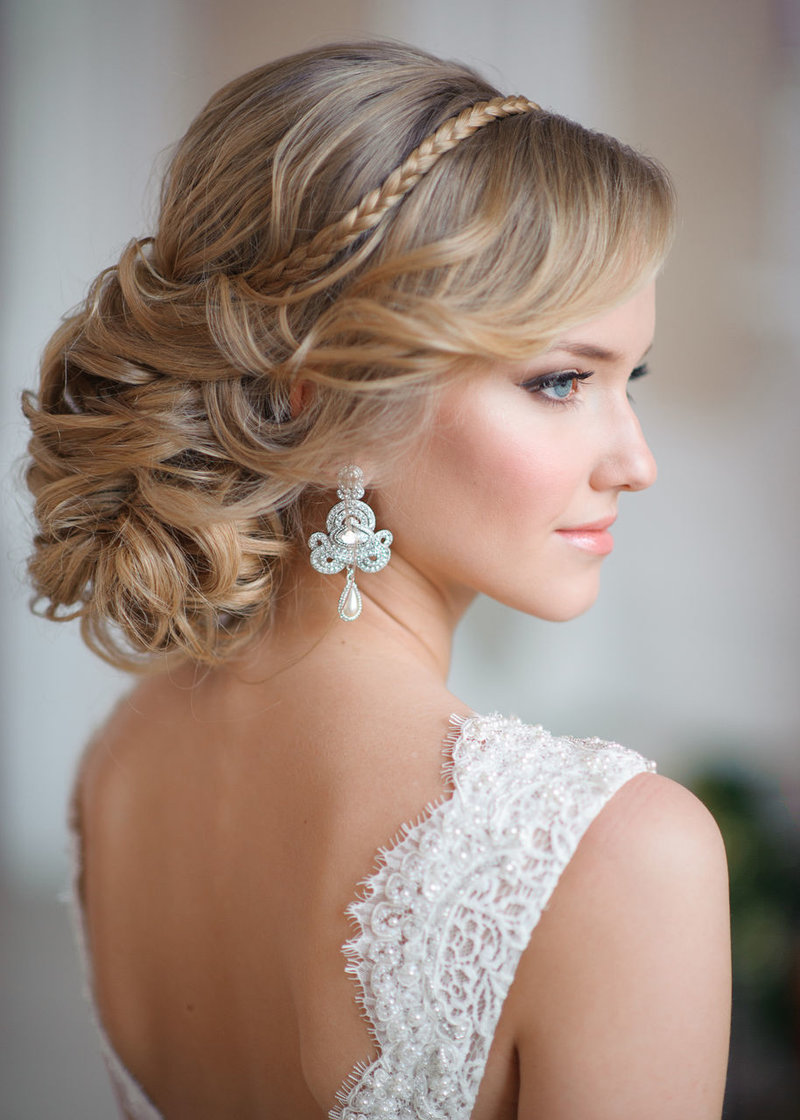 Прическа на с челкой на свадьбу подружке невесты