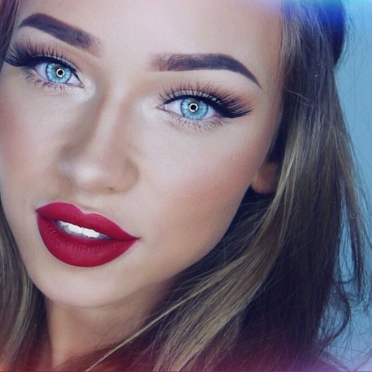 Красивый макияж глаз и губ фото