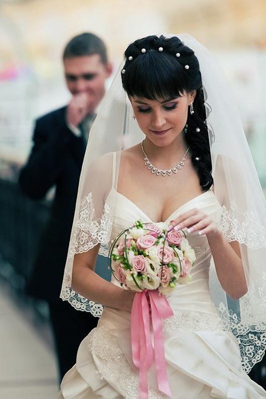Свадебные причёски на длинные волосы с чёлкой и фатой