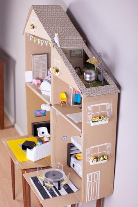 Как сделать дом для куклы своими руками из картоны