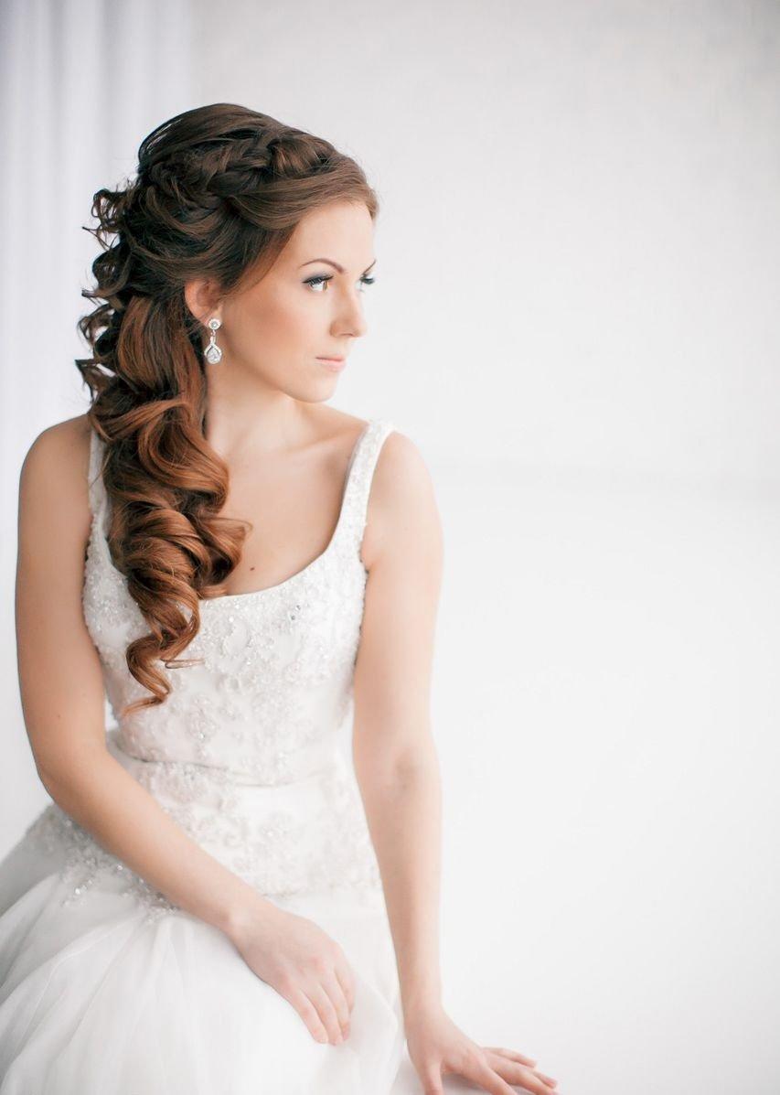 Свадебные прически на средние волосы на бок с фатой фото