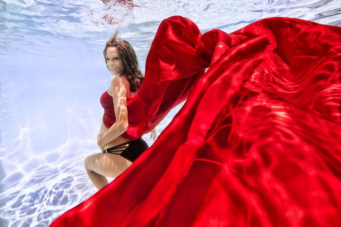Беременные фото в воде 24