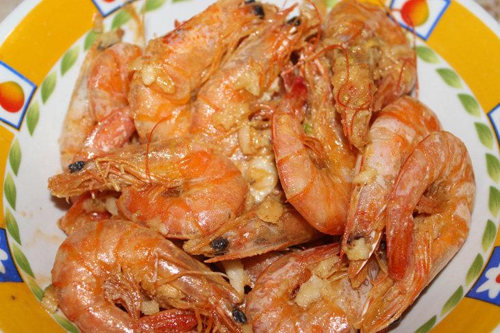 Креветки с чесноком жареные рецепт с пошагово